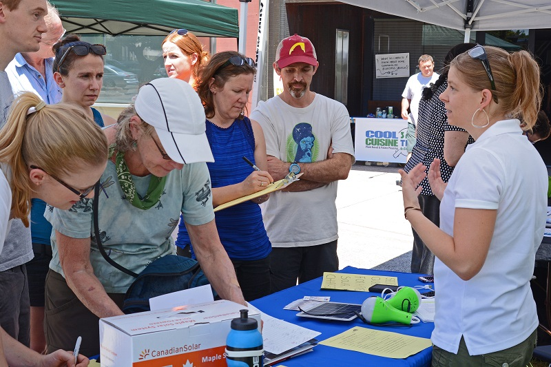 BEST Eager Davisites at Solar Fair 2016 Photo Credit Yvonne Hunter RESIZED