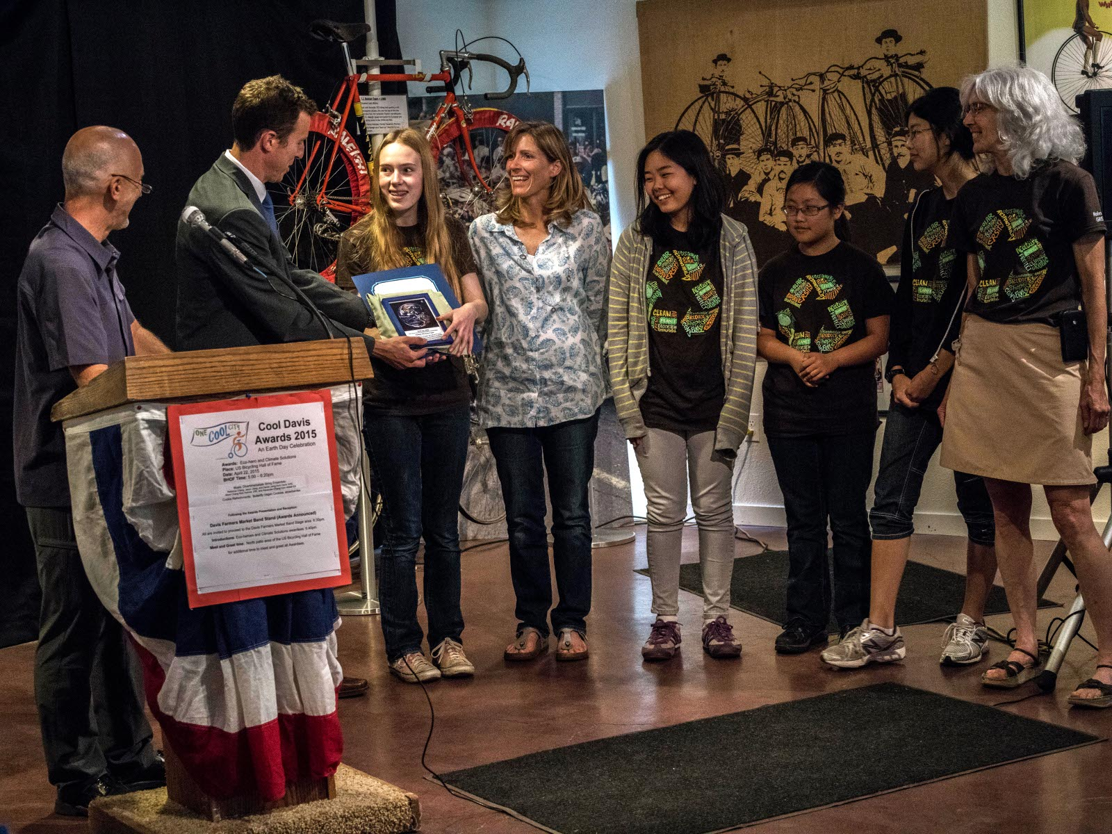Mayor Dan Wolk presents Hailey Shapiro with a Cool Davis Climate Solution award to honor the Holmes Green Team for its pro-active efforts to significantly reduce waste on the Holmes campus. Hailey was recognized as an outstanding team volunteer and teachers, Keri Hawkins and Martha Quenon were honored for their leadership. Additional Green Team members Mengxuan Zhany, Louisa Chan, and JuHye Mun joined the stage party.