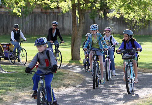 Kids cycle to Birch Lane Elementary School [Photo credit: Davis Enterprise]